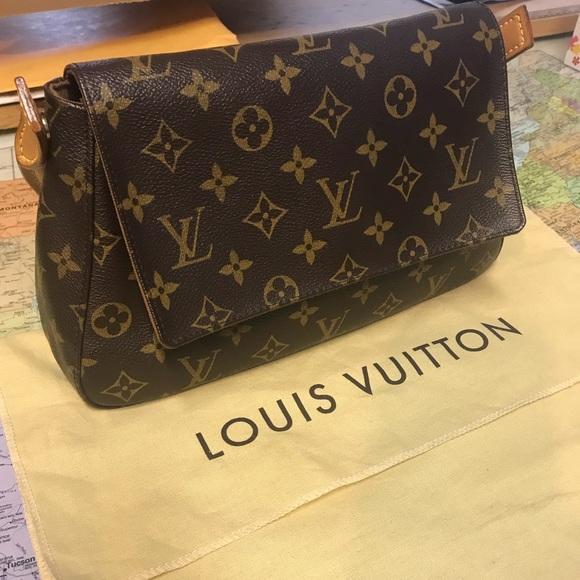 b5a58661e438 Louis Vuitton Handbags - Louis Vuitton clutch purse bag LV